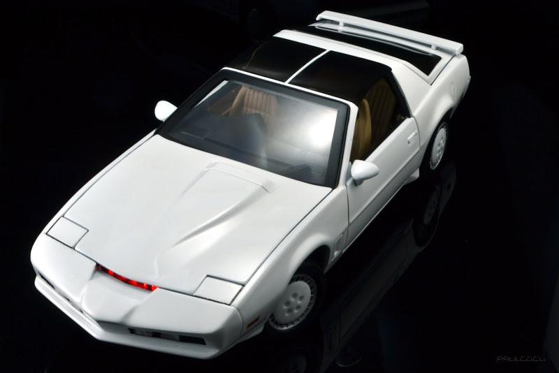 Kitt, el coche fantastico, escala 1:18 en Blanco (Knigth Rider)
