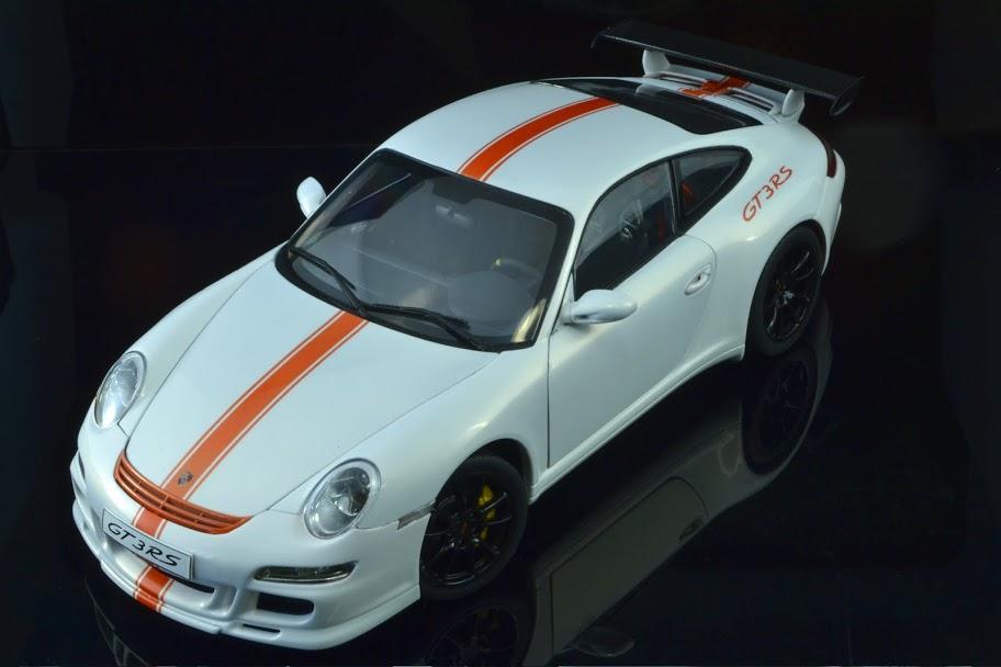 Porsche 997 GT3RS autoart 1:18