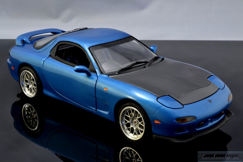 Modificación Mazda RX7 Kyosho 1:18 parte 2