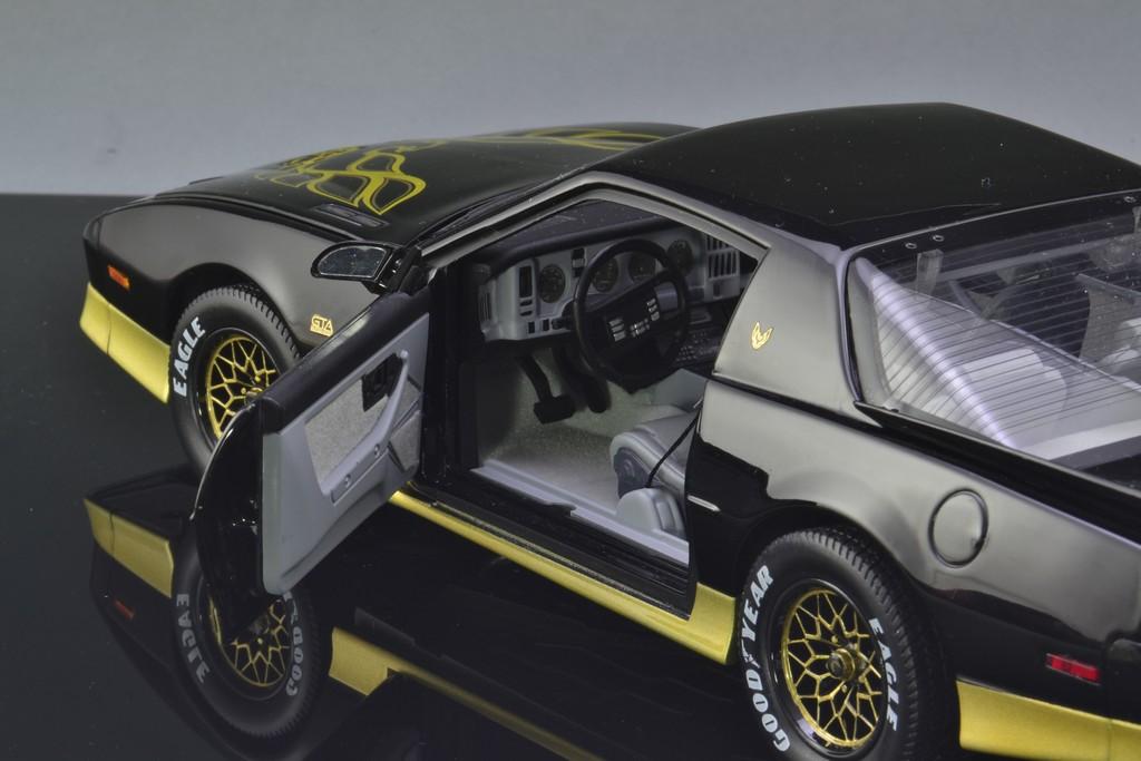 Pontiac Trans Am GTA 1:18 The Bandit