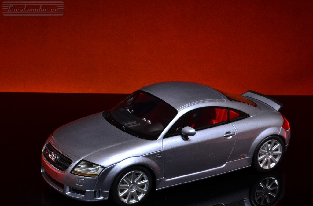 Audi TT 3.2 quattro DNA Collectibles 1:18 Avus silver